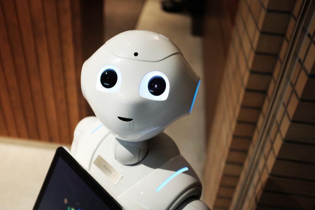 Comment créer un bot messenger Facebook? - Un ordinateur portable assis sur un jouet - Magazine